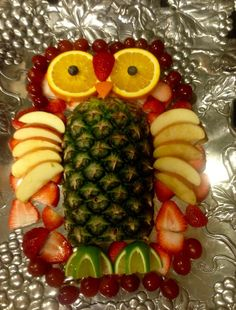 ☜(◕¨◕)☞ Owl fruit tray Veggie Platters, Food Trays, Veggie Tray, Fruit Trays, Cute Food, Yummy Food, Fruit Creations, Food Carving, Vegetable Carving
