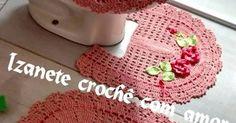 Hoje vou compartilhar o modo de fazer deste jogo de banheiro, este modelo é muito versátil, pois podemos escolher vários tipos de flor... Free Pattern, Diy And Crafts, Crochet Patterns, Crochet Hats, Crochet Carpet, Crochet Mermaid, Bedspreads, Rugs, Bias Tape