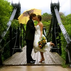 Make the best of a rainy day wedding using umbrella that matches the bouquet!