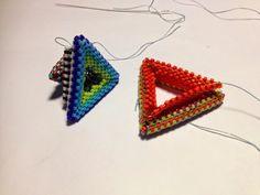 zia lola beads it: beaded triangles in peyote stitch