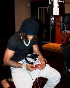 Future Wallpaper, Rap Wallpaper, Fine Black Men, Handsome Black Men, Cute Black Guys, Black Boys, Dreads Styles, Iphone Wallpaper Tumblr Aesthetic, Baddie Hairstyles