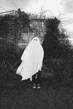 scary Black and White creepy vintage Halloween children rabbits halloween costumes Rabbit Halloween, Halloween Ghosts, Halloween Kids, Halloween Costumes, Ghost Costumes, Ghost Costume Sheet, Spooky Scary, Happy Halloween, Halloween Party