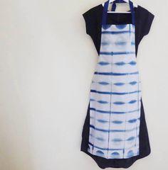 Shibori, natürlichen Indigo, Hand-gefärbt, Schürze von TextileBlue auf Etsy https://www.etsy.com/de/listing/269748854/shibori-naturlichen-indigo-hand-gefarbt