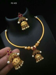 Gold Temple Jewellery, Gold Jewelry, Gold Necklace Simple, Gold Necklaces, Latest Jewellery, Necklace Designs, Indian Jewelry, Mekhela Chador, Wedding Jewelry