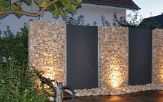 Sweet home : Põnevaid lahendusi kividest. Sweet home: Exciting stone solutions. Garden Wall Designs, Backyard Garden Design, Small Garden Design, Backyard Fences, Plant Design, Garden Privacy Screen, Gabion Wall, Modern Fence, Beach Stones