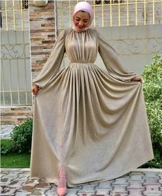 Evening gowns in pastel colors – Hijab Fashion 2020 Muslim Evening Dresses, Hijab Evening Dress, Hijab Dress Party, Evening Gowns, Mode Abaya, Mode Hijab, Modest Fashion Hijab, Fashion Dresses, Cute Maternity Dresses