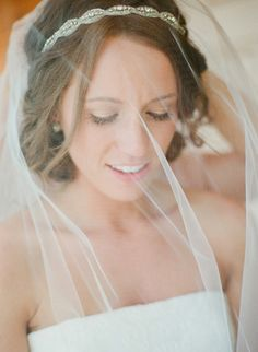 love this simple bridal look // photo by KrystleAkin.com