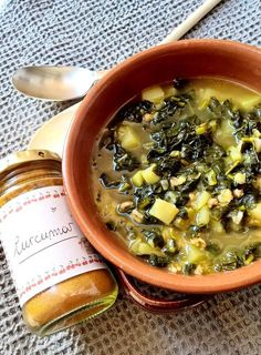 Zuppa di Cavolo nero con legumi e curcuma