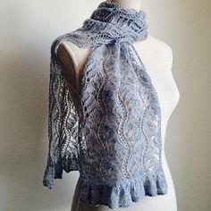 Ravelry: Gleipnir pattern by Lanja Khon-Engheim Crochet Stitches Chart, Lace Knitting Patterns, Shawl Patterns, Lace Patterns, Skirt Pattern Free, Free Pattern, Lace Scarf, Easy Knitting, Knitting Stiches