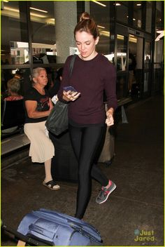 Danielle Panabaker Hides Her Engagement Ring At LAX | danielle panabaker hides engagement ring lax airport 03 - Photo