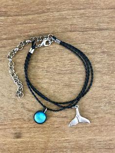 Pulseira Concha Furta Cor Azul e verde/Cauda de Sereia - Três voltas Diy Jewelry, Beaded Jewelry, Jewelery, Jewelry Bracelets, Handmade Jewelry, Unique Jewelry, Beachy Bracelets, Women Accessories, Jewelry Accessories
