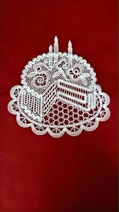 Neue Weihnnachts-Klöppelmuster - 26 Mb - isamamo - Picasa-W Romanian Lace, Bruges Lace, Types Of Lace, Bobbin Lace Patterns, Lucky Horseshoe, Lacemaking, Point Lace, Lace Outfit, Lace Garter
