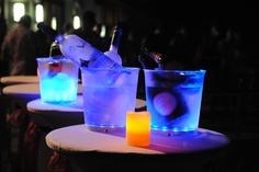 ThumbsUp! A0000936 - LED Sektkühler. Produkt-Eigenschaften: Langlebige LEDs Blink- und dauerhafter Leuchtmodus Die neue Generation der Getränkebehälter Soundsensitiv