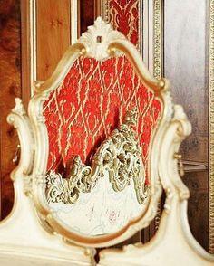 👑Who is the most Beautiful?👑 www.fratelliradice.com  #FratelliRadice #mirror #reflection #vanitytable #whoisthemostbeautiful #sweetdreams #madeinitaly Reflection, Most Beautiful, Mirror, Instagram Posts, Home Decor, Style, Swag, Decoration Home, Room Decor