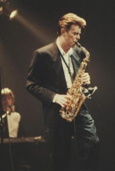Картинки по запросу david bowie plays sax