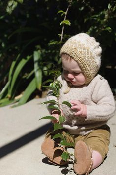 Knit your own baby bonnet with this fun pattern. A knit pattern using two stranded color work, a great way to learn this fun technique. Step by step i. Baby Hats Knitting, Knitting Yarn, Free Knitting, Baby Bonnet Pattern, Hand Crafts For Kids, Diy Baby Gifts, Baby Bonnets, Crochet Hooks, Knitting Patterns