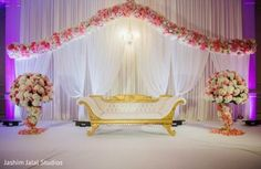 57 Ideas Wedding Reception Stage Decorations Indian For 2019 - Landlikes Sites Simple Stage Decorations, Engagement Stage Decoration, Marriage Decoration, Backdrop Decorations, Reception Stage Decor, Wedding Stage Design, Wedding Reception Backdrop, Wedding Mandap, Reception Ideas