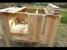 4 chicken coop models to build when you have a small budget - Modern Walk In Chicken Coop, Backyard Chicken Coop Plans, Building A Chicken Coop, Chicken Runs, Diy Chicken Coop, Chickens Backyard, Pallet Coop, Chicken Nesting Boxes, Clean Chicken