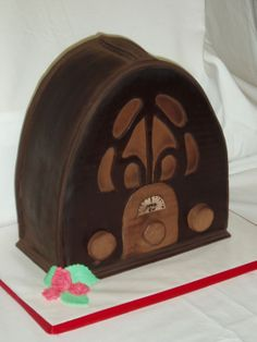 1940's Antique Radio - Life size 1940's radio made for a theatrical production entitled 'Murder at 1440 KW' .  Chocolate cake decorated in chocolate fondant then dusted in dark cocao powder to give it an antique look.
