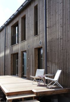 An ecological log home for three generations. Barcelona Chair, Log Homes, Outdoor Furniture, Outdoor Decor, Ecology, Contemporary, Modern, Finland, Sun Lounger