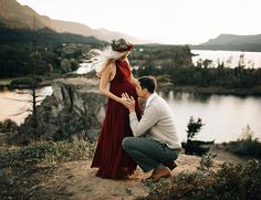 As fall comes to a close and we start thinking about all things winter, this romantic red maternity session puts us in the perfect mood!