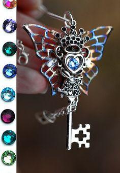 Alice in Wonderland Key Necklace by KeypersCove on Etsy, $37.99 http://www.etsy.com/shop/KeypersCove - Steampunk
