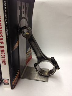 Piston rod bookend