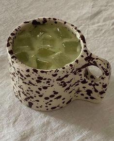 Ceramic Pottery, Pottery Art, Ceramics Pottery Mugs, Pottery Painting, Ceramic Art, Matcha, Keramik Design, Aesthetic Food, Aesthetic Green