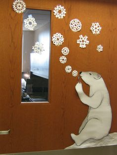 adorable winter classroom door - polar bear blowing snowflakes with bubble wand(Diy Decorations Classroom) Decoration Creche, Christmas Door Decorations, Winter Door Decoration, Christmas Door Decorating Contest, Winter Thema, Winter Bulletin Boards, Bear Bulletin Board Ideas, Polo Norte, School Doors