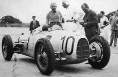 Auto-Union. Bernd Rosemeyer and, with a jacket, Pr Porsche, Montlhéry 1934.