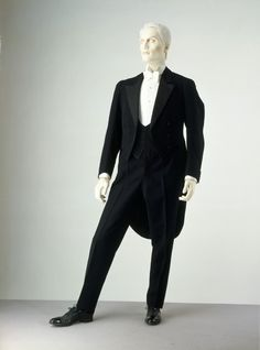 Evening suit in London . The evening suit of men was not changed too much with . It still keep the elegance and luxury with long tail vest and white stand-up shirt inside . Grey Bomber Jacket, Green Cargo Jacket, Leather Jacket, Suit Jacket, Vintage Outfits, Vintage Fashion, Men's Vintage, La Mode Masculine, Fall Jackets