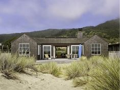 Welcome to Ideas of Stinson Beach House by Butler Armsden Architects article. In this post, you'll enjoy a picture of Stinson Beach House b. Beach Cottage Style, Beach House Decor, Exterior Tradicional, Stinson Beach, Haus Am See, Design Exterior, Exterior Paint, Casas Containers, Dream Beach Houses