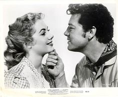 Shirley Jones and Gordon MacRae as Laurie and Curly Oklahoma Golden Age Of Hollywood, Classic Hollywood, Old Hollywood, Shirley Jones, Old Movies, Vintage Movies, Oklahoma Movie, I Movie, Movie Stars