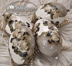 Ballerina Silhouette, Faberge Eggs, Egg Art, China Painting, Egg Decorating, Easter Eggs, Tart, Decoupage, Christmas Bulbs