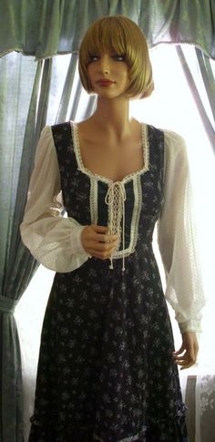 I absolutely loved Gunne Sax dresses when I was a teen. 70s Fashion, Vintage Fashion, Image Mode, Gunne Sax, Prom Dresses, Summer Dresses, Couture, Modest Outfits, Clothing Patterns