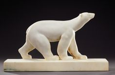 AMEDEO GENNARELLI. A rare, directly carved Carrare marble sculpture of a polar bear. Signed «A.Gennarelli». Circa 1930.