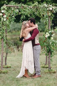 Rustic Boho Chic Country Wedding With Stunning Wild Flowers & Barn Perfect For Bluegrass Dancing   Photograph by Dan and Melissa Photography  http://www.storyboardwedding.com/rustic-boho-chic-wedding-wild-flower-barn/