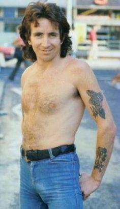 Interviews & Articles   Highway To ACDC : le site francophone sur AC/DC