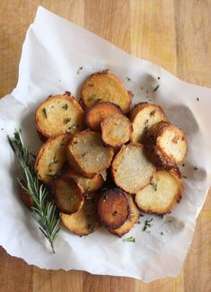 Rosemary Sea Salt Taro Root Rounds (AIP, Paleo, low-FODMAP) I would like to try baking these instead of frying. Taro Recipes, Whole Food Recipes, Cooking Recipes, Healthy Recipes, Whole30 Recipes, Diet Recipes, Healthy Carbs, Paleo Food, Vegetarian Cooking