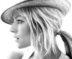 Love the hat w the messy pony!