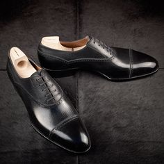 leatherfootshoes:Saint Crispin's Mod. 535 in black inca calf on the classic last. The cap toe oxford is a staple in any man's wardrobe. This model breaks convention with it's balmoral styling, subtle brogue, and beautiful grain. Completely done by hand down to every specific detail. Start your own MTO by inquiring at info@leatherfoot.com