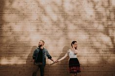 Stop by our webpages of the best photography educational videos, tricks and tips. Couple Photoshoot Poses, Pre Wedding Photoshoot, Couple Posing, Couple Portraits, Couple Shoot, Hipster Photography, Couple Photography Poses, Creative Couples Photography, Friend Photography