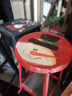 Vintage red stool with a cute Frosty from #www.mysparetimedesigns.com
