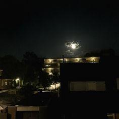 Almost full moon in an almost clean sky.  sweet dreams to everyone! #fullmoon #clearsky #clouds #leemkuilenflats #sweetdreams #zzz #sleeptime #instasky #flat #houses #trees #night #nightphotography #welterusten #slaaplekker