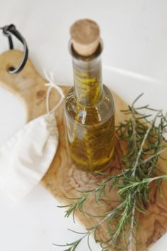 Rosemary Infused Olive Oil | www.bellalimento.com