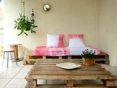 Pallet sofa and coffe table