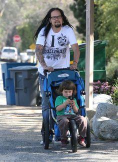 Jonathan Davis (of Korn) and his son, Pirate Ray Luzier, Rat Boy, Show Me Your Love, Brian Head, Jonathan Davis, Turn Blue, Nu Metal, Heavy Metal Bands, Korn