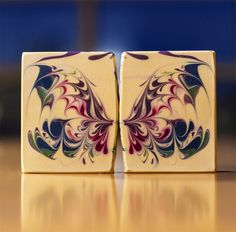 Karma Soap is trying a new butterfly technique - and you can see it at Zing into Spring! It smells like lemon, citrus, and contains a essential oil that is called Litsea. It also has some goodies in it like colloidal oatmeal, kaolin clay and coconut milk.