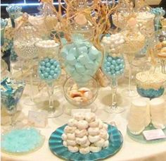 Love Is Sweet: 55 Wedding Candy Bar Ideas - Wedding candy , Love Is Sweet: 55 Wedding Candy Bar Ideas A candy bar is a great idea for any wedding because every guest can choose sweets according to his or her ta. Buffet Dessert, Candy Buffet Tables, Candy Table, Buffet Ideas, Sweet 15, Love Is Sweet, Bar A Bonbon, Candy Bar Wedding, Sweet 16 Parties