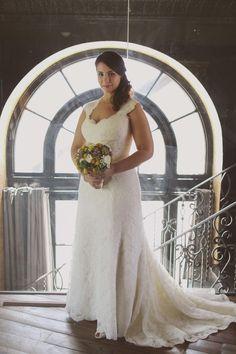 #amberevents www.ambereventsblog.com Photography: Valerie Noell - www.valerienoellphotography.com/  Read More: http://www.stylemepretty.com/california-weddings/2014/06/02/intimate-los-angeles-wedding-at-smogshoppe/